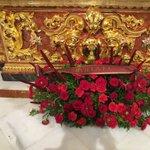 Agradecemos al @SevillaFC su ofrenda floral. Que la Santísima Virgen os lo premie https://t.co/ZKhi3EhZKw