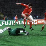 Eric Black scores for Aberdeen in the 1982 European Cup Winners Cup Final against Real Madrid. https://t.co/gV1znZJ5VJ