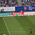 Einfach nur @Manuel_Neuer! Das ist übrigens die gegnerische Hälfte. 😳 #HSVFCB #MiaSanMia https://t.co/ZgScYDcljB