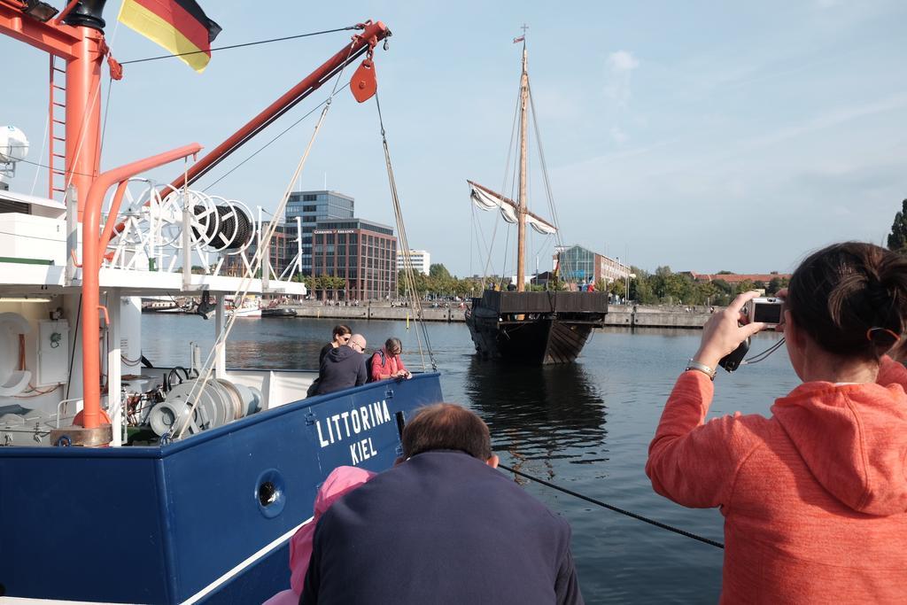 #Hansekogge trifft Forschungskutter - Deutscher #Seeschifffahrtstag in #Kiel https://t.co/gjBHdv7mVi