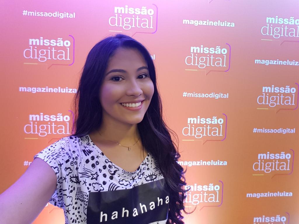 Olhem quem invadiu meu twitter e tirou uma selfie! @ThaynaraOG LINDA! Já já começa o #MissãoDigital na Globo. https://t.co/aKFTtYc41O