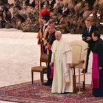 Très Saint-Père @Pontifex, au nom de tous, je ne vous dis quun seul mot : merci. https://t.co/OuLtHrpZom