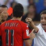 Aduriz nos ha devuelto la expulsión que tuvo con Fernando Navarro. #AthleticSevillaFC #SevillaFC https://t.co/A6XKrCysiH