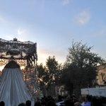 [#CoronacionPazSevilla] 20.32h Camino de la Catedral avanza el palio de la Paz 📷 @BMSantaAna https://t.co/z6mHOIEh7a