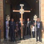 [#CoronacionPazSevilla] 17.30h Cruz de guía de @HermandadPaz en la puerta de la Parroquia 📷 @aAlvaroAguilar https://t.co/gmJEGWpVHa