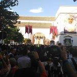 17:45 • Sale la Virgen de la Paz a los sones de la @BMSantaAna desde la @SanSebastianSE • #CoronacionPazSevilla https://t.co/4G6VnCOp7i
