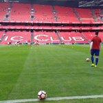 El #SevillaFC ya calienta en el Nuevo San Mamés #vamosmisevilla https://t.co/9PnquJtsFZ