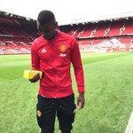 footmercato: Paul Pogba a reçu le trophée du joueur du match Manchester United-Leicester gagné 4-1 par MU avec un … https://t.co/af07i2aKBB