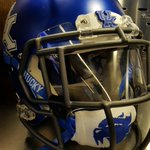 A closer look at the new helmet setup with the @KentuckyCoal facemask and matte blue helmet. #WeAreUK https://t.co/wPfqIMtOEB
