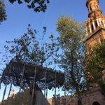 """La Virgen de La Paz por la Plaza de España a los sones de """"Encarnación Coronada"""" https://t.co/SwRe26rAkC https://t.co/umflz1Gnup"""