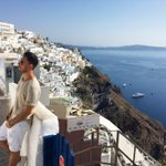 I probably shouldve faced the other way #Santorini 😝💙 https://t.co/zlNhT5p4qW