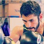 Grande ¡¡¡ @JorgeLinares ganó una cerrada pelea contra un extraordinario rival. Felicidades campeón https://t.co/V82SopMDff