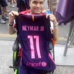 Gracias @neymarjr x  él detallazo que tuviste conmigo. Obligado👍 https://t.co/WeOM2qYauB