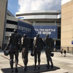 First Kentucky game day with the statue of the men who broke the color barrier in the SEC overlooking Commonwealth Stadium. https://t.co/6BAjHkIiHp