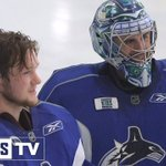 Its safe to say goaltending prospect @tdemko30 can learn a thing or two from veteran @ryanmiller3039. https://t.co/Dfu9fptriO