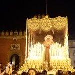 #TDSCofrade traslado de la Virgen de @HermandadPaz para la #CoronacionPazSevilla por el Alcázar de #Sevilla https://t.co/vtKRnIZtLz