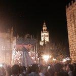 """""""Coronación de la Paz"""" y """"Virgen de la Palma"""" tras La Paz. #CoronacionPazSevilla #SuenaSantaAna https://t.co/3B7sytZvxM"""