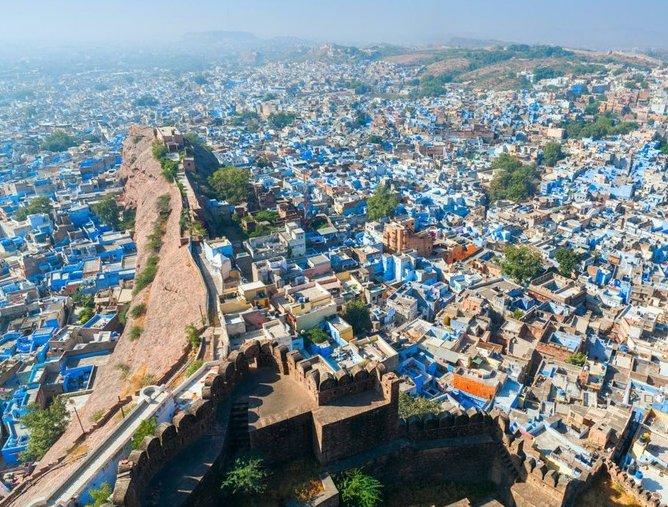 test ツイッターメディア - ジョードプル(インド) インド西部にある町「ジョードプル」。家が青く塗られ、「ブルーシティ」とも呼ばれるこの町は、なんとあの人気漫画「ONE PIECE」のアラバスタ編のモデルになった街だと言われています。 https://t.co/a2oaUfTIS8
