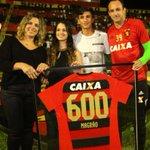 A imagem do dia! Magrão recebe sua camisa de número 600 diretamente das mãos da sua família! Magrão, o Nordeste é teu! https://t.co/MGeIHfxFs0