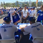 Signing autographs at La Gran Fiesta! ⚾️🖊 https://t.co/yx8iR12ZZh