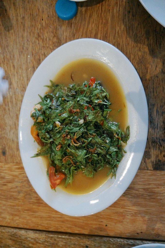 Tumis daun pakis dengan tambahan belacan dan cabe. Sedep kak #SayurWar https://t.co/qwGysFu2ID