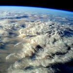 #FelizDomingo desde la #ISS con esta foto de @AstroSamantha. ¿Alguien ha dico que tiene antojo de algodón de azúcar? https://t.co/qVNpnQY6Kb