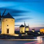 """""""El que lee mucho y anda mucho, ve mucho y sabe mucho"""" Don Quijote de La Mancha. #FelizDomingo https://t.co/MFAENOIf1x"""