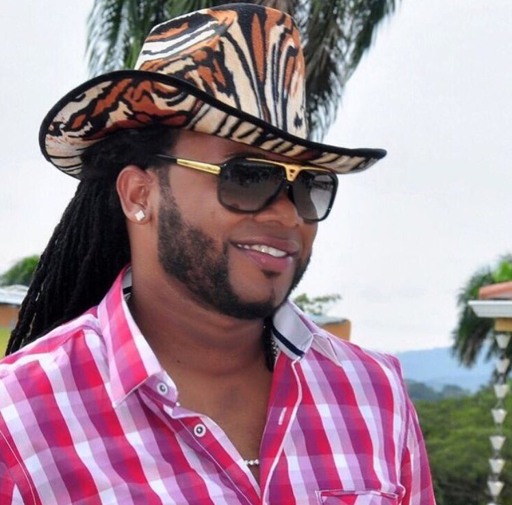 The @SFGiants beat the Padres and Johnny Cueto wears a velvet cowboy hat...everybody wins here! https://t.co/0LjzhunAAu