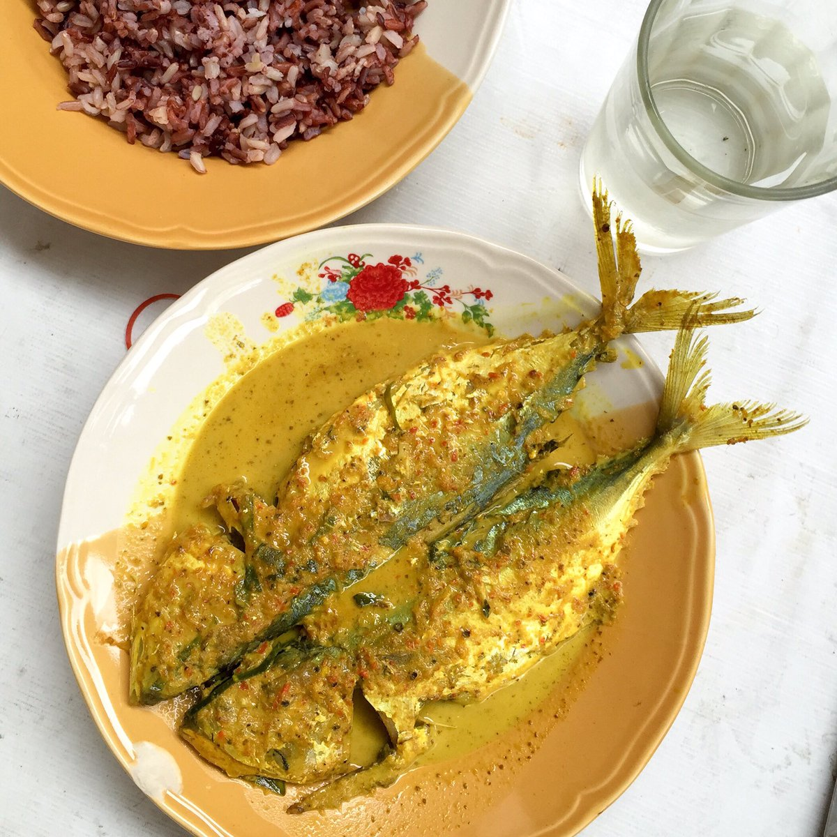 Home cooked #thaifood. This is mackerel in chuchee curry (ฉู่ฉี่ปลาทู) #lunchtime #fishcurry https://t.co/thaBxIVOdU