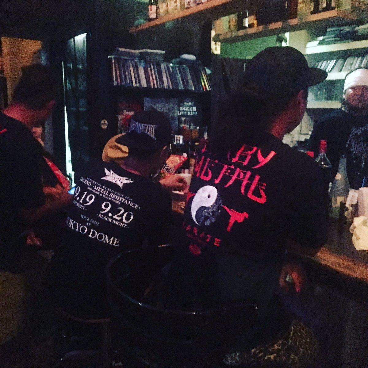 9月19日、20日に行われたBABYMETAL WORLD TOUR 2016 LEGENDの打ち上げで、沖縄県内のBABYMETALファンが琉BENに集結しました。#沖縄 #那覇 #BAR #BABYMETAL #東京ドーム https://t.co/5zRo7UuJNk