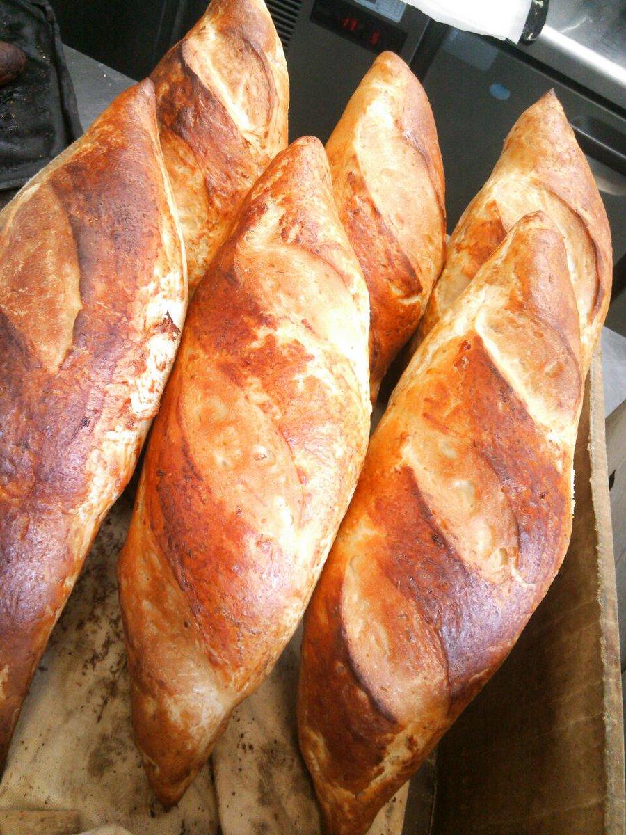類似品に注意!! しょうゆパンは当社が開発したオリジナルパンです。 本物のしょうゆパンはエリスマン邸しょうゆ きゃふぇでしか販売されておりません。 https://t.co/sqeVont1j2