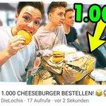 NEUES VIDEO! 👅  Wir haben 1.000 CHEESEBURGER bestellt, Freunde!! 😂😂😳  --> https://t.co/UWy7W6irUF https://t.co/IIe8qrj84B