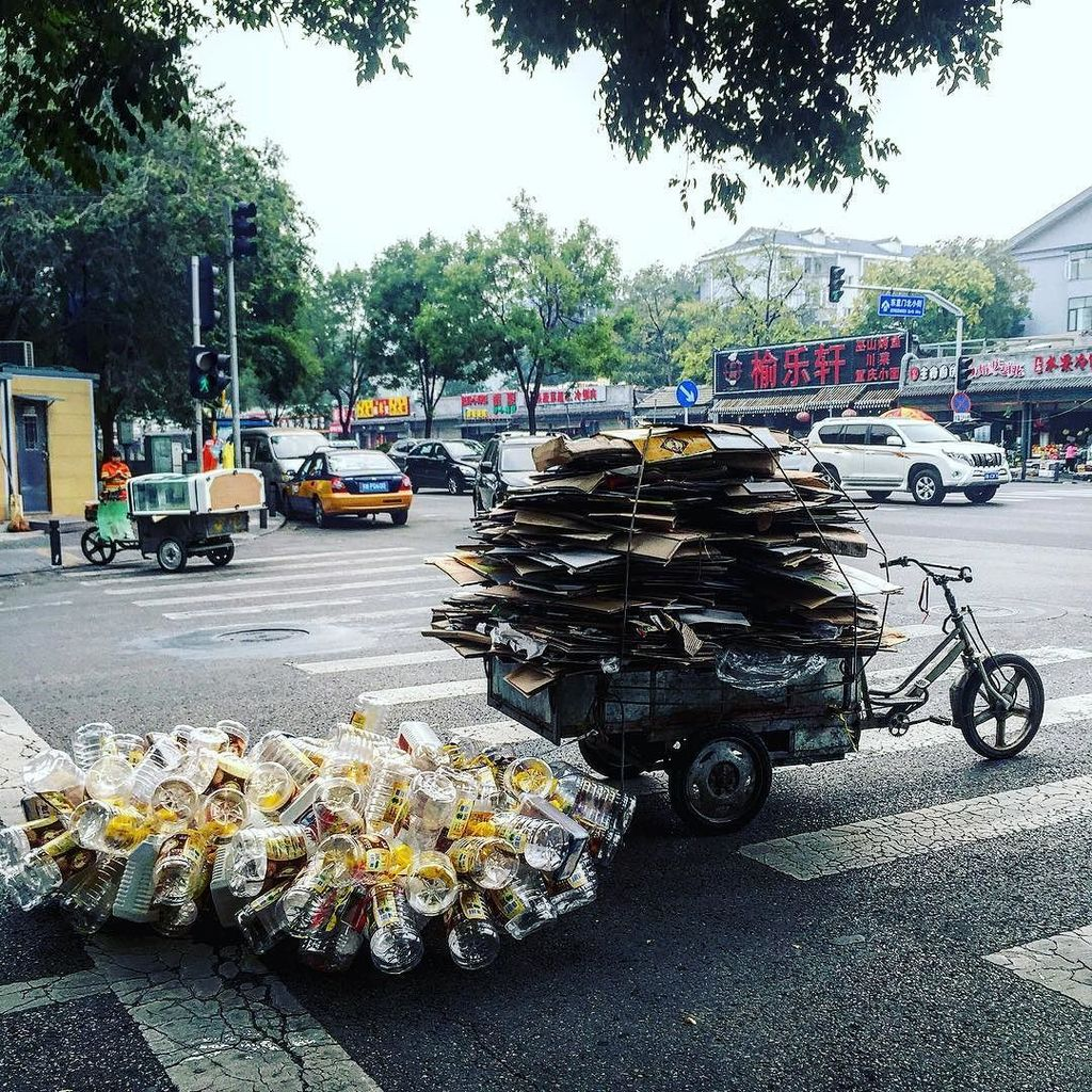 Recycling Chinese-style #三轮车 #ecofriendly #plastic #Beijing #bike https://t.co/zvBs4pe9sy
