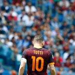 [#SerieA🇮🇹] Totti, qui fêtera ses 40 ans mardi prochain, vient dinscrire son 250e but de Serie A ! https://t.co/XAgNoAFQtm