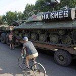 """На російських танках написано """"на Київ"""", а військову загрозу несе звичайно ж Україна ... Поширте це фото! https://t.co/8k6qAqTtII"""