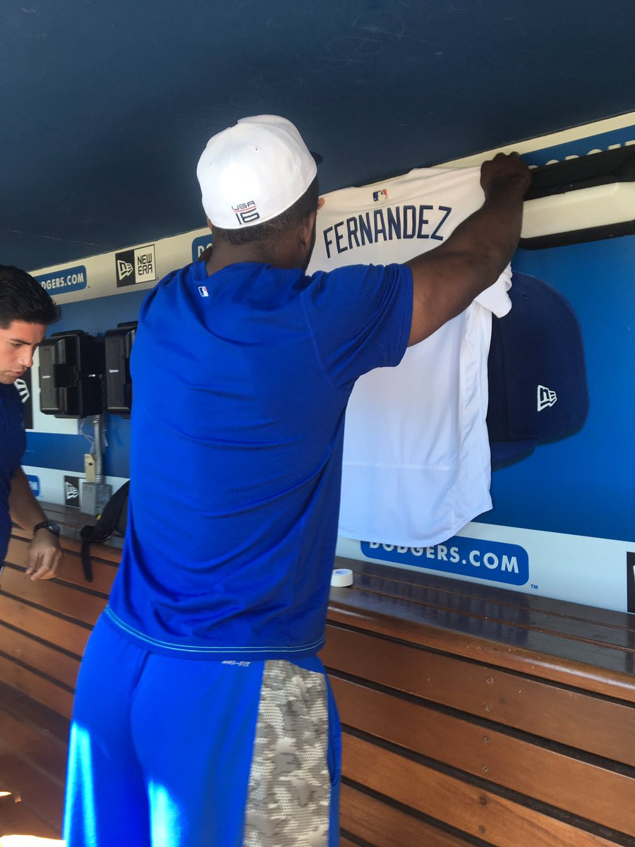 Yasiel Puig cried when asked about the death of his friend, José Fernández. He's putting his jersey in the dugout. https://t.co/XkyEsYg1eg