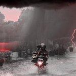 Hujan Deras, Papan Reklame Rubuh di Kemang Jakarta Selatan https://t.co/S7X8qIV8I9 https://t.co/AQ3KvKpeIn
