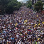 """¿Rendirnos? ¡Jamás!"" por HENRIQUE CAPRILES @hcapriles - https://t.co/8jjLNkdXz3 https://t.co/R1zNDsY0kU"