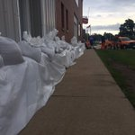 Sandbags line downtown businesses in Vinton #Flood2016 https://t.co/ZWDqsB6LMk