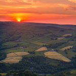 I think Ive found what bono was looking for. A Yorkshire sunset. Nothing beats it. The patchwork quilt. Todmorden. West Yorkshire ☺️ https://t.co/G3qevLr2W4