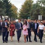 The Duke, Duchess, @JustinTrudeau and Madame Trudeau arrive @CCG_GCC in Kitsilano, Vancouver #RoyalVisitCanada https://t.co/kpgy6ORryU