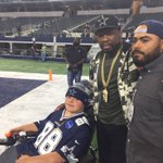 50 Cent on the field pregame, hanging out with some #Cowboys fans https://t.co/1Ftj6uJ7a4