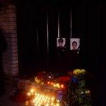 Жители Днепра несут цветы к управлению патрульной полиции города https://t.co/twYx5Ay0cN https://t.co/1vAiadtXC3