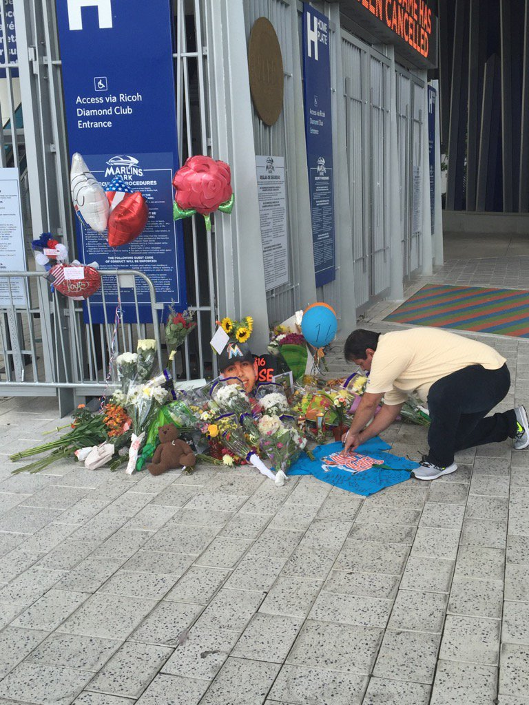 Tribute to Jose Fernandez outside Marlins Park is growing. https://t.co/luoJndb6Rt