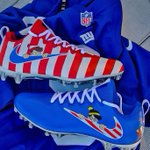 Wheres Waldo cleats for @sterl_shep3 today #uniswag https://t.co/JKGYL6Vsmb