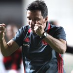 A vibração do nosso treinador no gol da virada! QUE VIRADA! #DesculpeOTranstorno 📸Gilvan de Souza / Flamengo https://t.co/oDtooCAJbg