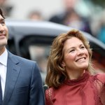 Sophie Grégoire Trudeau looked regal showing the royals Vancouver #royalvisit https://t.co/qWhhF2YXZq https://t.co/4YKUfCNvQU