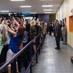 esta foto es impresionante. La selfi como símbolo de esta época https://t.co/8QQ7DCiDGP