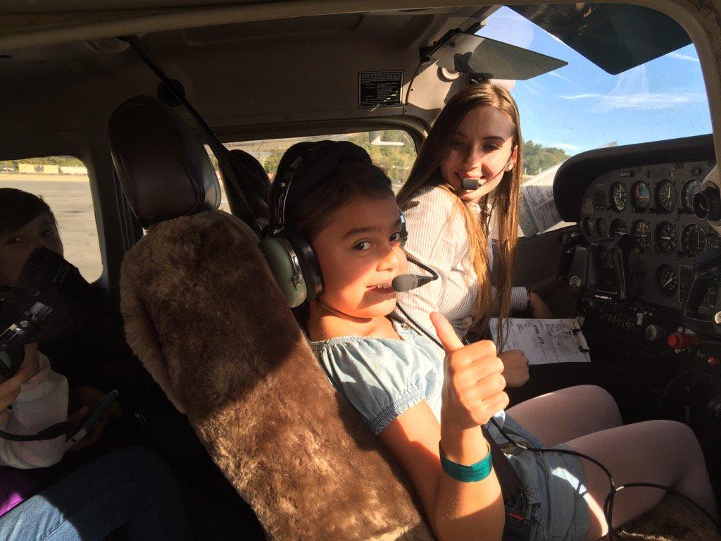 Girls fly first flight!!! #seattle https://t.co/V9nH33Ryht