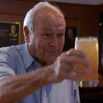 One last cheers 🍻 to a legend! RIP #arnoldpalmer https://t.co/8gOuoJ1kqk